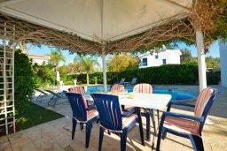 Обеденная зона. Кипр, Санрайз Протарас : Уютная красивая вилла с 2-мя спальнями, с бассейном и пышным зелёным садом с патио и барбекю
