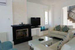Гостиная. Кипр, Каппарис : Роскошная вилла рядом с пляжем, с шикарным видом на море, с 4-мя спальнями, с бассейном, патио и барбекю