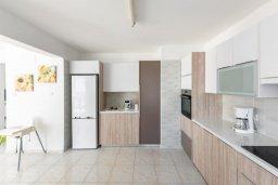 Кухня. Кипр, Каппарис : Роскошная вилла рядом с пляжем, с шикарным видом на море, с 4-мя спальнями, с бассейном, патио и барбекю