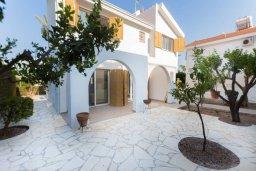 Фасад дома. Кипр, Фиг Три Бэй Протарас : Прекрасная современная вилла с 3-мя спальнями, с зелёным двориком и барбекю, расположена у знаменитого пляжа Fig Tree Bay