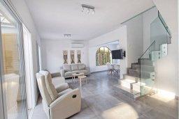 Гостиная. Кипр, Фиг Три Бэй Протарас : Прекрасная современная вилла с 3-мя спальнями, с зелёным двориком и барбекю, расположена у знаменитого пляжа Fig Tree Bay