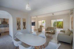 Обеденная зона. Кипр, Фиг Три Бэй Протарас : Прекрасная современная вилла с 3-мя спальнями, с зелёным двориком и барбекю, расположена у знаменитого пляжа Fig Tree Bay