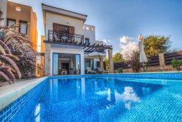 Фасад дома. Кипр, Каво Марис Протарас : Роскошная вилла с панорамным видом на Средиземное море, с 4-мя спальнями, с бассейном, солнечной террасой и барбекю