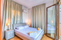 Спальня. Кипр, Каво Марис Протарас : Роскошная вилла с панорамным видом на Средиземное море, с 4-мя спальнями, с бассейном, солнечной террасой и барбекю