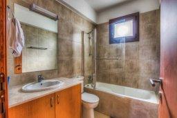 Ванная комната. Кипр, Каво Марис Протарас : Роскошная вилла с панорамным видом на Средиземное море, с 4-мя спальнями, с бассейном, солнечной террасой и барбекю