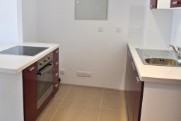 Кухня. Кипр, Каво Марис Протарас : Потрясающий апартамент с шикарным видом на море, гостиной и отдельной спальней, расположен на набережной Протараса