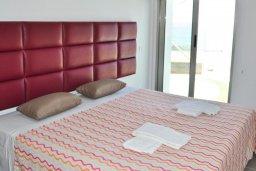 Спальня. Кипр, Каво Марис Протарас : Потрясающий апартамент с шикарным видом на море, гостиной и отдельной спальней, расположен на набережной Протараса