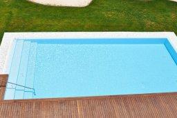 Бассейн. Кипр, Каво Марис Протарас : Современный апартамент с шикарным видом на море, гостиной и отдельной спальней, расположен на набережной Протараса