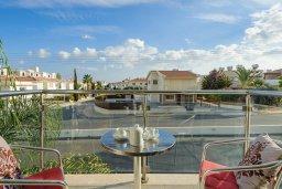 Балкон. Кипр, Фиг Три Бэй Протарас : Шикарный апартамент с прекрасным видом на Средиземное море, в 100 метрах от пляжа, с гостиной, отдельной спальней и балконом
