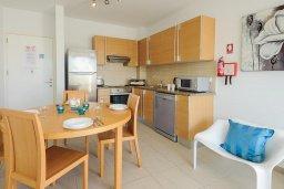 Кухня. Кипр, Фиг Три Бэй Протарас : Шикарный апартамент с прекрасным видом на Средиземное море, в 100 метрах от пляжа, с гостиной, отдельной спальней и балконом