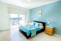 Спальня. Кипр, Нисси Бич : Современный апартамент с гостиной, отдельной спальней и большой террасой