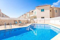 Бассейн. Кипр, Пернера : Роскошный апартамент с гостиной, двумя спальнями и балконом, в комплексе с общим бассейном