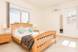 Спальня. Кипр, Пернера : Роскошный апартамент с гостиной, двумя спальнями и балконом, в комплексе с общим бассейном