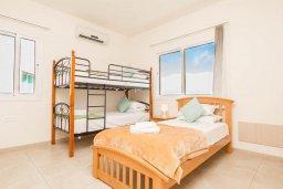 Спальня 2. Кипр, Пернера : Роскошный апартамент с гостиной, двумя спальнями и балконом, в комплексе с общим бассейном
