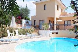 Фасад дома. Кипр, Си Кейвз : Прекрасная вилла с 2-мя спальнями, с бассейном, сауной, джакузи и барбекю