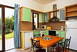 Кухня. Кипр, Си Кейвз : Прекрасная вилла с 2-мя спальнями, с бассейном, сауной, джакузи и барбекю