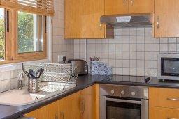 Кухня. Кипр, Сиренс Бич - Айя Текла : Потрясающая вилла с 2-мя спальнями, с бассейном, просторным зелёным двориком с lounge-зоной и традиционным кипрским барбекю
