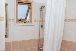 Ванная комната. Кипр, Сиренс Бич - Айя Текла : Потрясающая вилла с 2-мя спальнями, с бассейном, просторным зелёным двориком с lounge-зоной и традиционным кипрским барбекю
