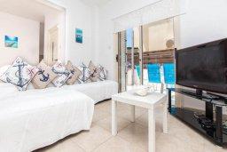 Гостиная. Кипр, Пернера Тринити : Шикарная вилла с захватывающим видом на Средиземное море, с 3-мя спальнями, с бассейном, патио и барбекю, расположена в 100 метрах от пляжа