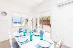 Обеденная зона. Кипр, Пернера Тринити : Шикарная вилла с захватывающим видом на Средиземное море, с 3-мя спальнями, с бассейном, патио и барбекю, расположена в 100 метрах от пляжа