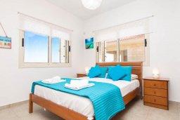 Спальня 2. Кипр, Пернера Тринити : Шикарная вилла с захватывающим видом на Средиземное море, с 3-мя спальнями, с бассейном, патио и барбекю, расположена в 100 метрах от пляжа