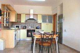 Кухня. Кипр, Си Кейвз : Комфортабельная вилла с потрясающим видом на Средиземное море, с 3-мя спальнями, с бассейном,солнечной террасой с патио и барбекю, с сауной и джакузи