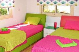 Спальня 3. Кипр, Мазотос : Красивая и современная вилла с шикарным видом на море, с 3-мя спальнями, с бассейном, патио и барбекю, расположена на побережье деревни Мазотос
