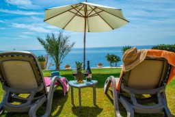 Территория. Кипр, Корал Бэй : Роскошная вилла с шикарным видом на Средиземное море, с 6-ю спальнями, с бассейном, тенистой террасой с патио и барбекю, расположена на первой линии в Coral Bay