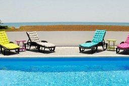 Бассейн. Кипр, Мазотос : Красивая и современная вилла с потрясающим видом на море, с 3-мя спальнями, с бассейном, патио и барбекю, расположена в 100 метрах от пляжа