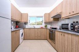 Кухня. Кипр, Санрайз Протарас : Шикарная вилла с 3-мя спальнями, большим двориком с солнечной террасой с патио и с бассейном, расположена в эксклюзивном районе Profitis Elias Hill
