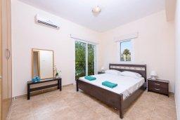 Спальня. Кипр, Каппарис : Роскошная вилла с видом на море, с 3-мя спальнями, с бассейном и солнечной террасой с патио и барбекю
