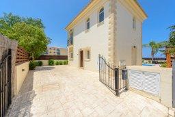 Фасад дома. Кипр, Каппарис : Роскошная вилла с видом на море, с 3-мя спальнями, с бассейном и солнечной террасой с патио и барбекю
