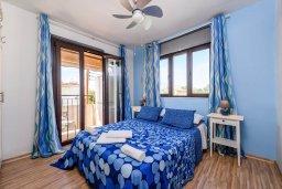 Спальня. Кипр, Пернера : Современный апартамент с большой гостиной, двумя спальнями и балконом
