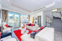 Гостиная. Кипр, Каво Марис Протарас : Лакшери вилла с видом на море, с 6-ю спальнями, с бассейном с джакузи, тренажерным залом, сауной и lounge-зоной, расположена на собственном песчаном пляже