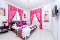 Спальня. Кипр, Каппарис : Роскошная вилла с панорамным видом на море, с 4-мя спальнями, с бассейном и lounge-зоной на крыше