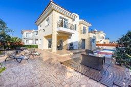 Фасад дома. Кипр, Центр Айя Напы : Шикарная вилла с 4-мя спальнями, с бассейном и большим двориком с патио и барбекю