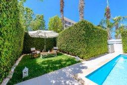 Территория. Кипр, Коннос Бэй : Шикарная вилла с 3-мя спальнями, с зелёным садом, с бассейном и тенистой террасой с патио и барбекю, расположена на первой линии моря в районе мыса Cape Greco