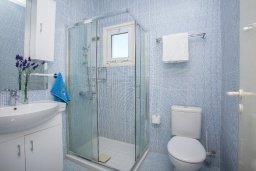 Ванная комната. Кипр, Пернера : Прекрасная вилла с 2-мя спальнями, уютной меблированной террасой и барбекю