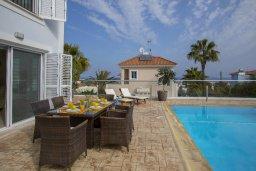 Обеденная зона. Кипр, Санрайз Протарас : Шикарная вилла с 3-мя спальнями, с бассейном и патио, с частным садом с бильярдом и настольным теннисом