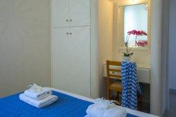 Спальня. Кипр, Санрайз Протарас : Прекрасный апартамент с гостиной, двумя спальнями и балконом с видом на море