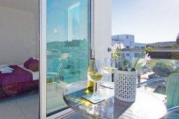 Балкон. Кипр, Фиг Три Бэй Протарас : Апартамент в 100 метрах от пляжа, с двумя спальнями, двумя ванными комнатами и балконом, в комплексе с бассейном, тренажерным залом и теннисным кортом