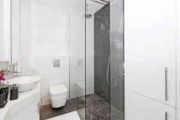Ванная комната. Кипр, Каво Марис Протарас : Шикарный апартамент в 100 метрах от пляжа, с тремя спальнями, двумя ванными комнатами и балконом с шикарным видом на море