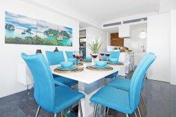 Обеденная зона. Кипр, Каво Марис Протарас : Шикарный апартамент в 100 метрах от пляжа, с тремя спальнями, двумя ванными комнатами и балконом с шикарным видом на море