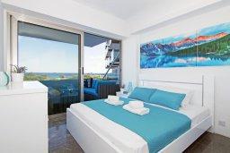 Спальня. Кипр, Каво Марис Протарас : Шикарный апартамент в 100 метрах от пляжа, с тремя спальнями, двумя ванными комнатами и балконом с шикарным видом на море