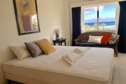 Спальня. Кипр, Пернера : Апартамент в комплексе с бассейном, в 100 метрах от пляжа, с гостиной, тремя спальнями, двумя ванными комнатами и двумя балконами с видом на море