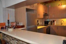Кухня. Кипр, Центр Айя Напы : Апартамент с гостиной, двумя спальнями и патио