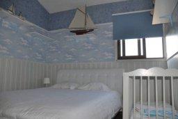 Спальня. Кипр, Центр Айя Напы : Апартамент с гостиной, двумя спальнями и патио