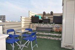 Патио. Кипр, Центр Айя Напы : Апартамент с гостиной, двумя спальнями и патио