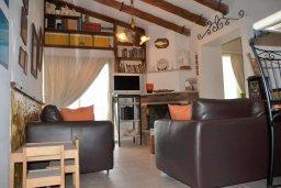 Гостиная. Кипр, Центр Айя Напы : Апартамент с гостиной, двумя спальнями и патио