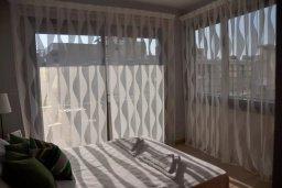 Спальня. Кипр, Ларнака город : Апаратмент в центре Ларнаки с гостиной, отдельной спальней и балконом